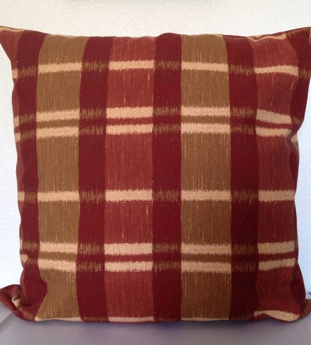 Decorative Pillow Inserts by Garnet Hill. Total number of threads running in both directions per square inch in a woven fabric. Twill Weave Bought the 20 inch pillow for an 18 inch decorative cover, prefer the extra pouf and firmness. Happy so far with results.