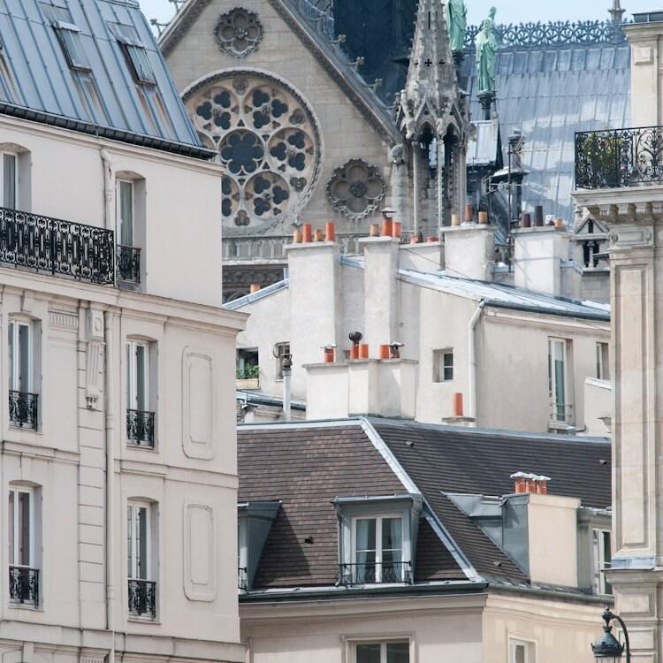 Paris Photo - Окно Роз, Нотр-Дам - Крыши Парижа, Франция с собора Нотр-Дам, французского изобразительного искусства Путешествия Фотография