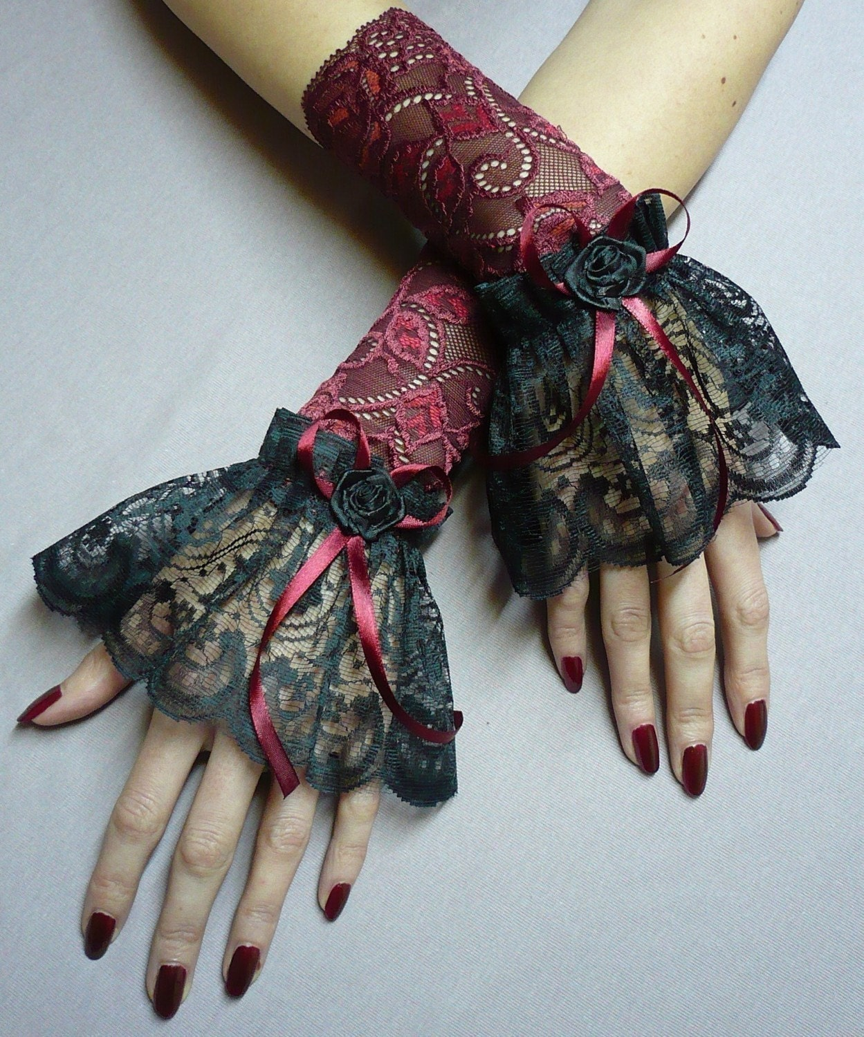 Beautiful gothic lace gloves , Victorian and Vampire Style, Baroque