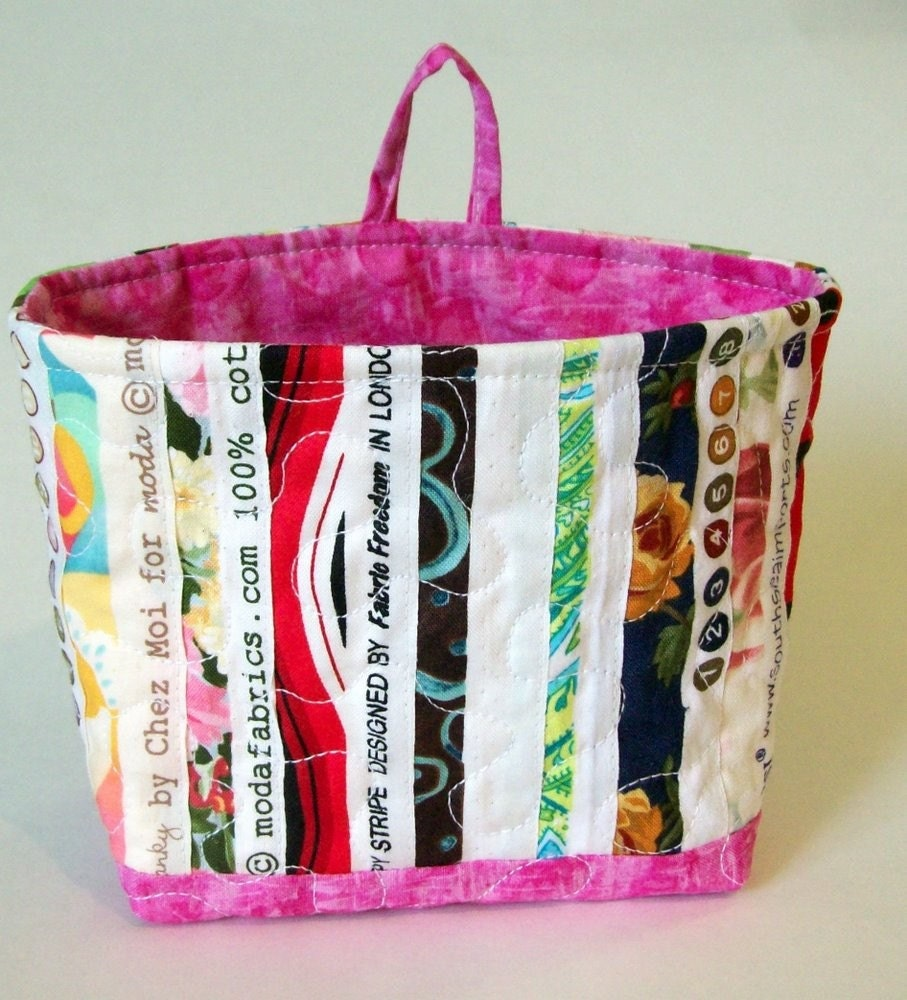 Selvage Fabric Quilted Fabric Bucket with Pink trim