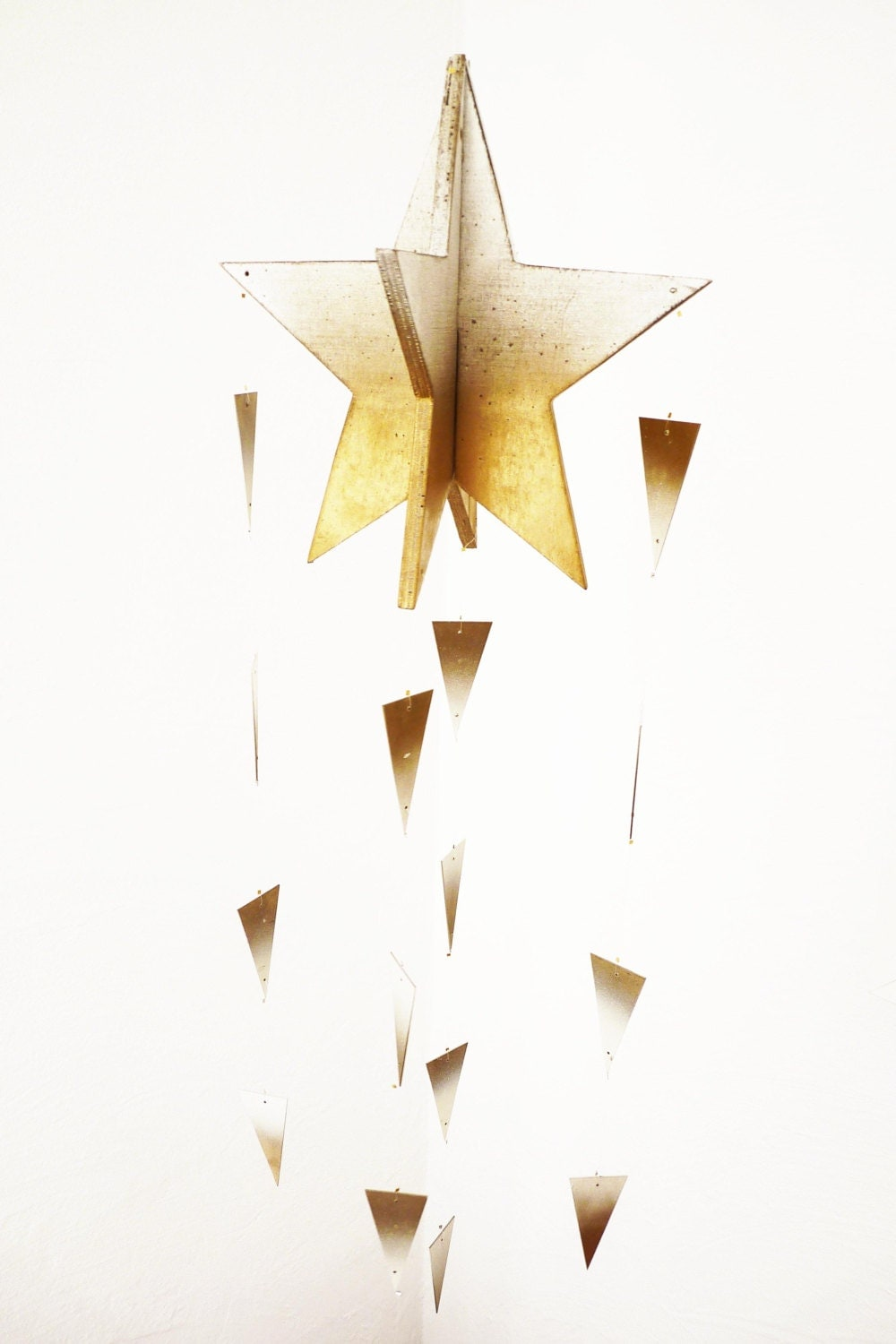 Golden shooting star Christmas decoration, ombre/ fading colors gold and white. LIMITED EDITION - LaNiqueHOME