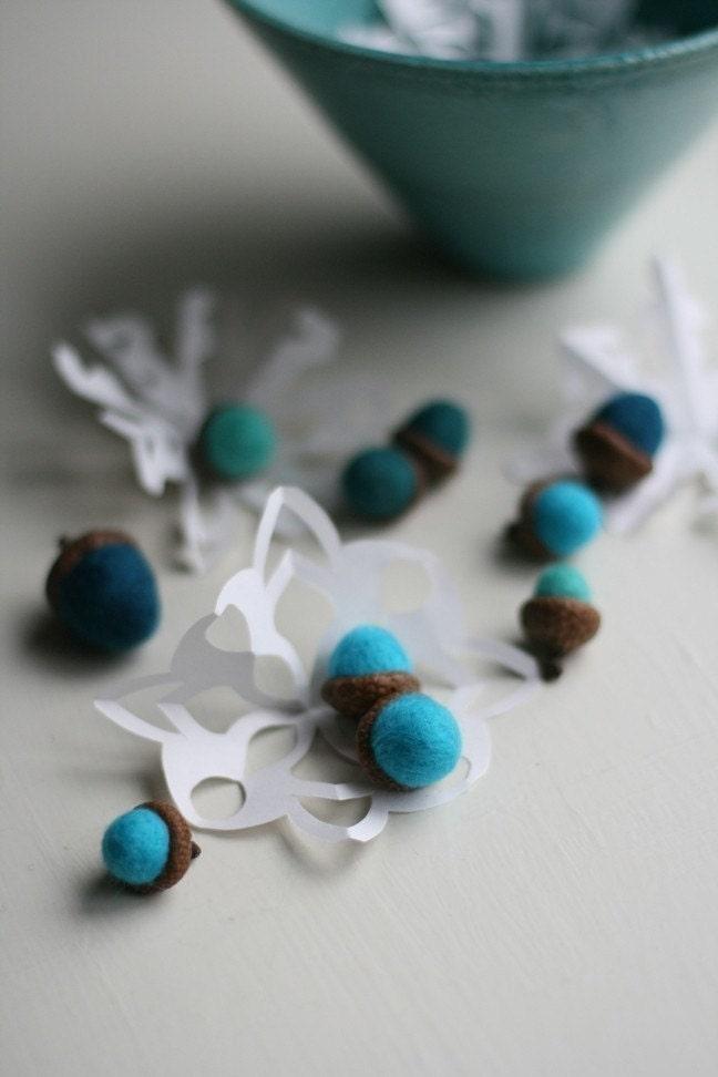 10 Blue Felt Acorns