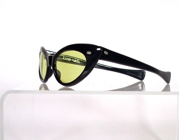 Vintage ASTRO-MATIC Retro Cat Eye Sunglasses