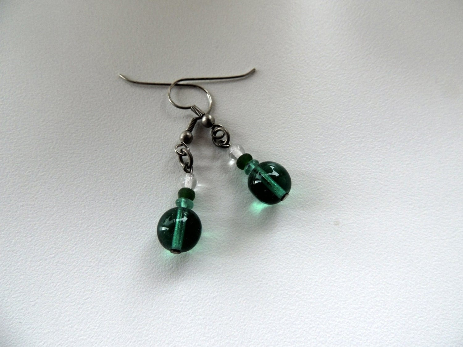 glass beads earrings,green beads,green earrings,green glass earrings,dangle earrings,gift for woman - Homeforglasslovers