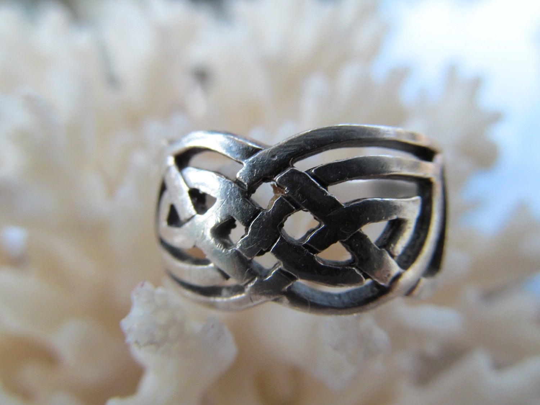 vintage celtic love knot silver ring by onstoneavenue on etsy. Black Bedroom Furniture Sets. Home Design Ideas