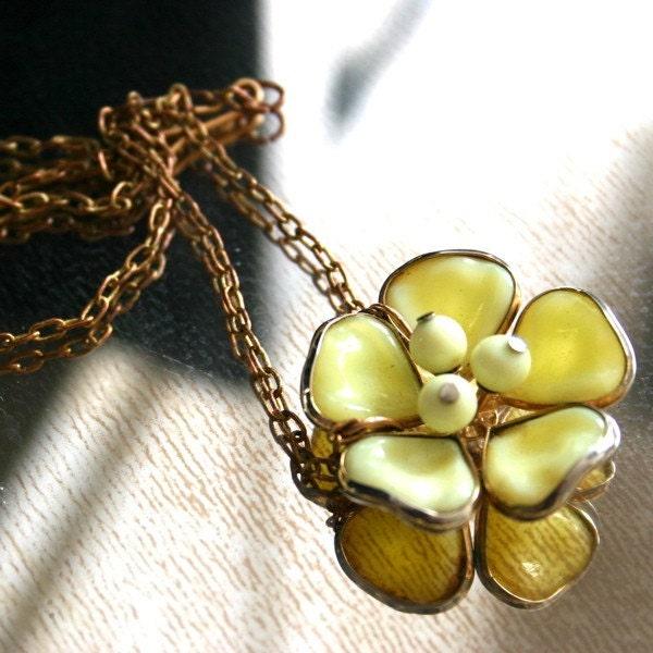 Vintage Cream Flower