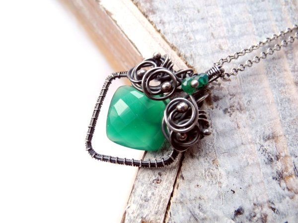 Emerald Green Onyx Necklace - Silver Wire Wrapping - Luxury Valentine's Day - Geometric Necklace - Celtic Fairytale - Romantic and Unique - NurrgulaJewellery