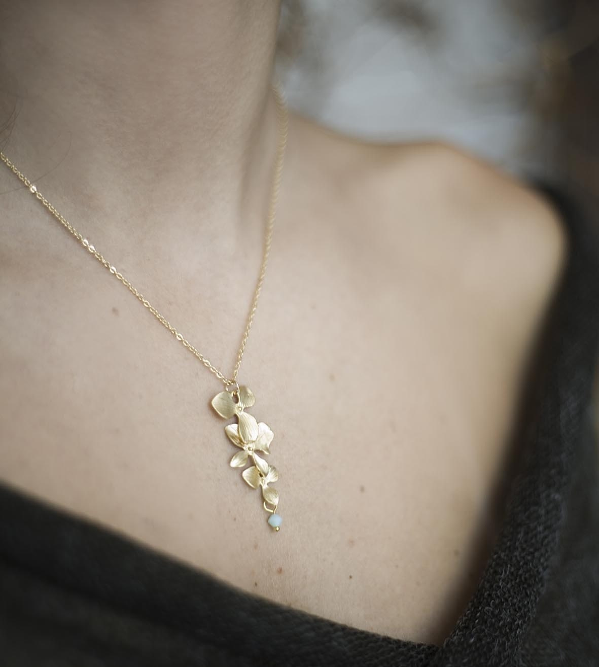 Three Flowers in a Line Necklace in Gold