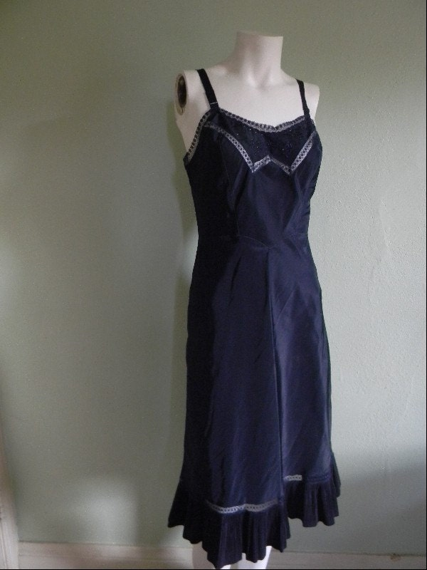 vintage. 50s Navy Blue Slip S M