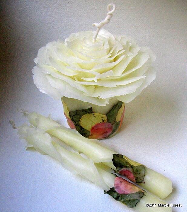 Rose Garden Свадебные единства Свечи: Компонент и сужается Set - Чистый пчелиный воск, лепестками роз, Custom Colors - Ooak Эко Свечи люкс от Марси Лесная