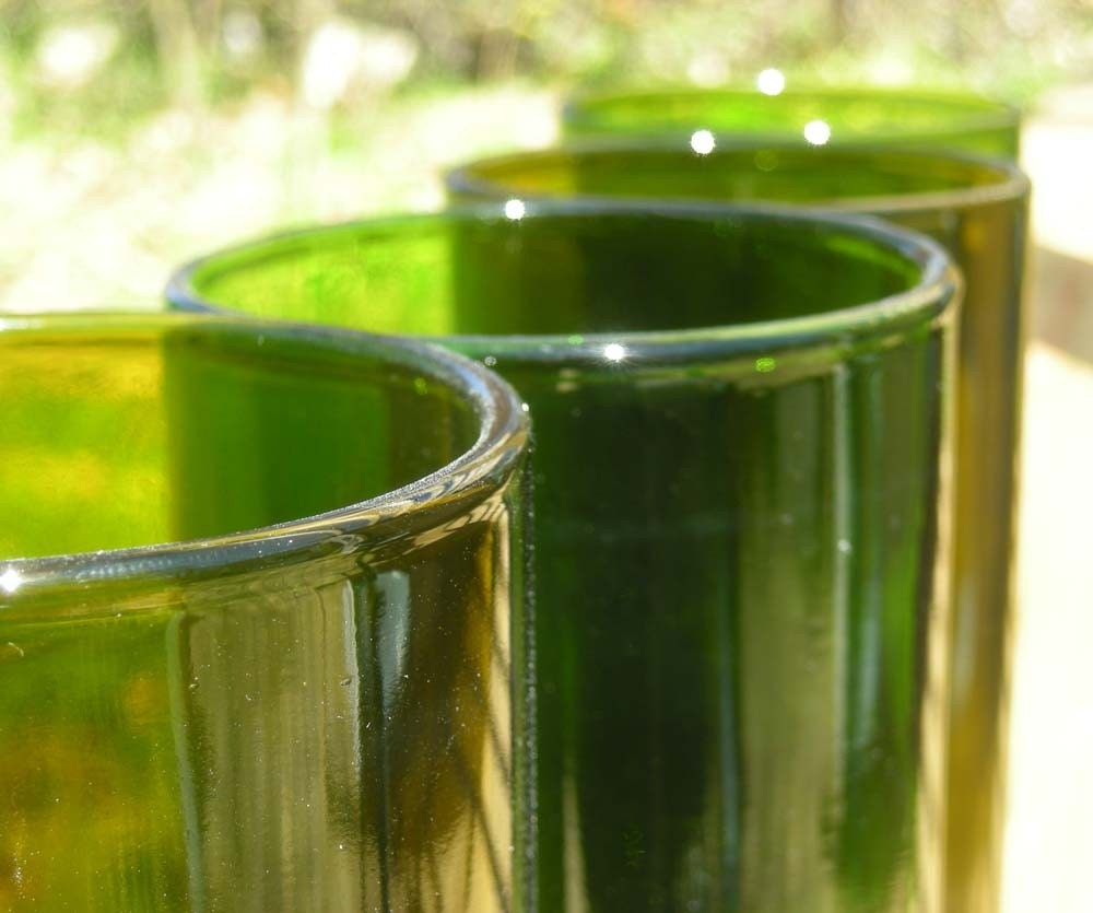 Set of 8 tumblers made from recycled wine bottles