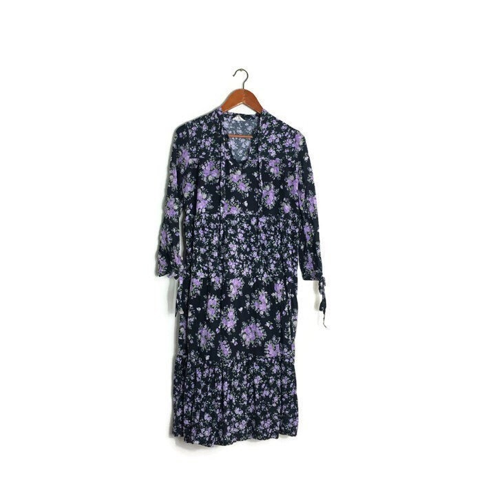 Vintage purple floral tired peasant dress    70s hippie loose tiered dress  black with puprle flowers  1970s bohemian hippie dress