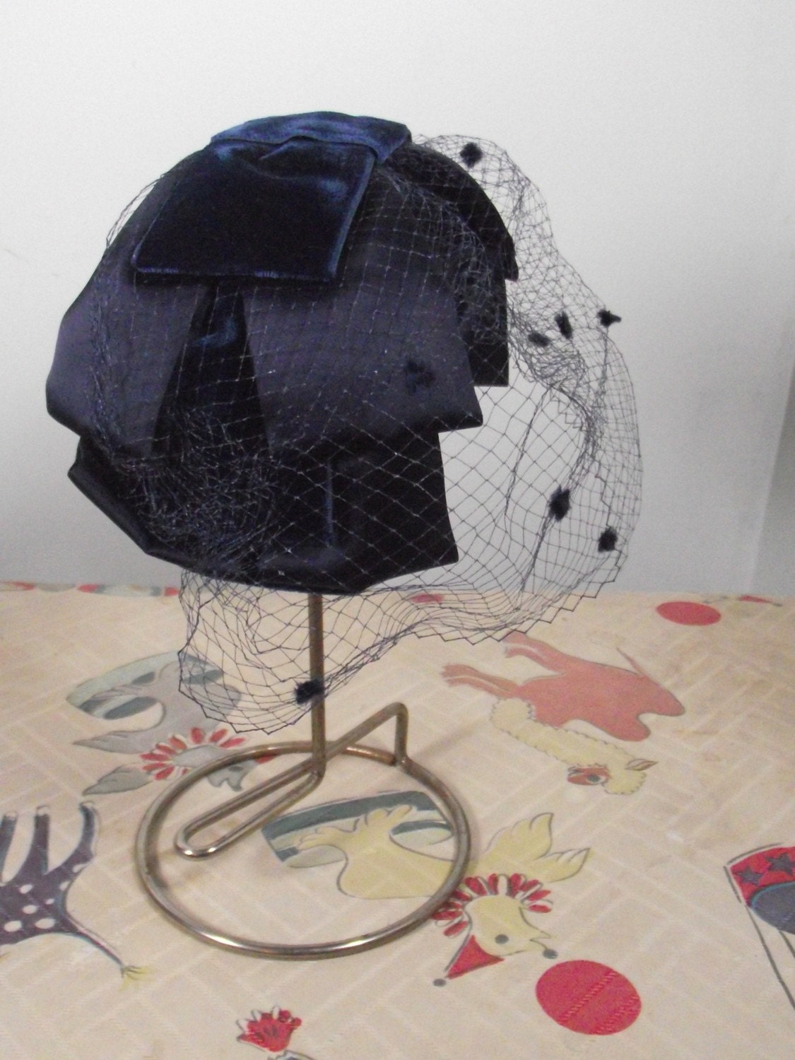 1950s Navy Blue Bow Fascinator With Polka Dot Veil