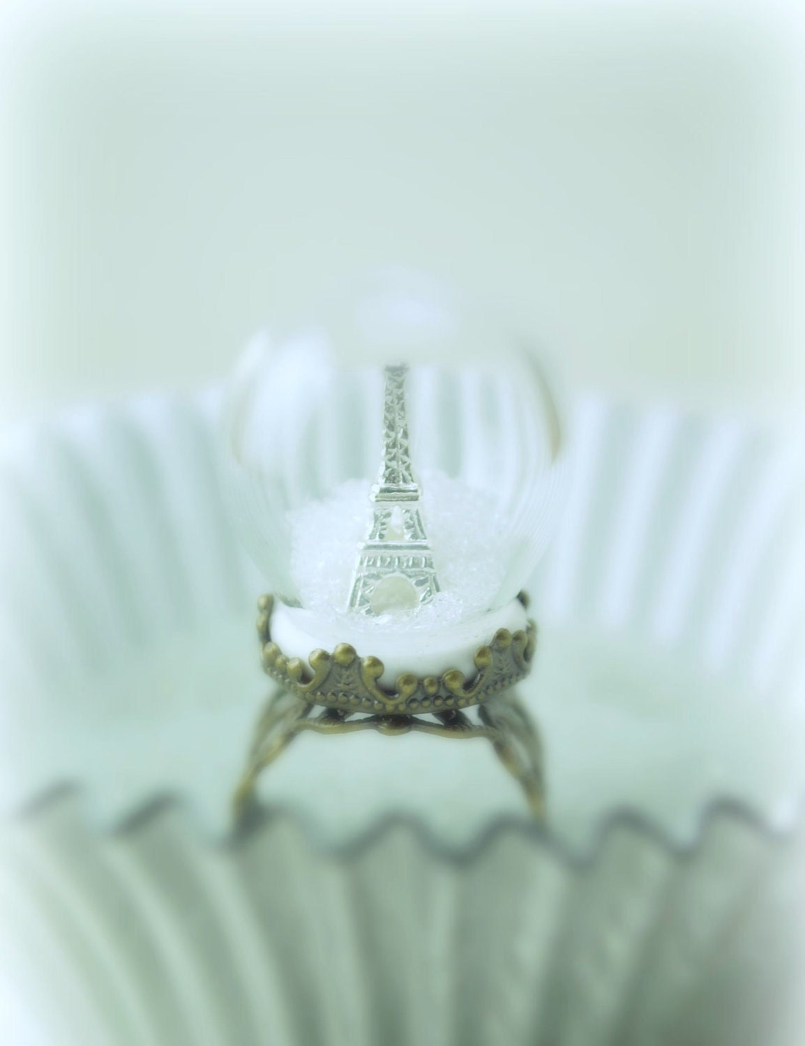 Winter in Paris Ring. Snow Globe Eiffel Tower Paris Ring. Pyrex Glass Dome. Glass Dome Ring. Diorama Jewelry.