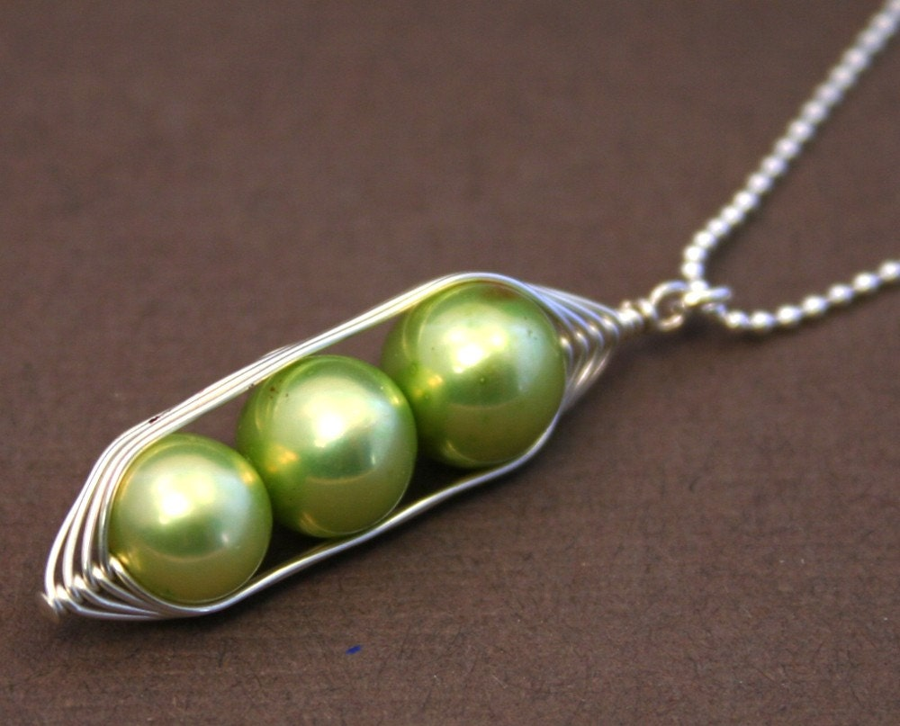 three peas in a pod pearl pendant necklace by luckyaccessories