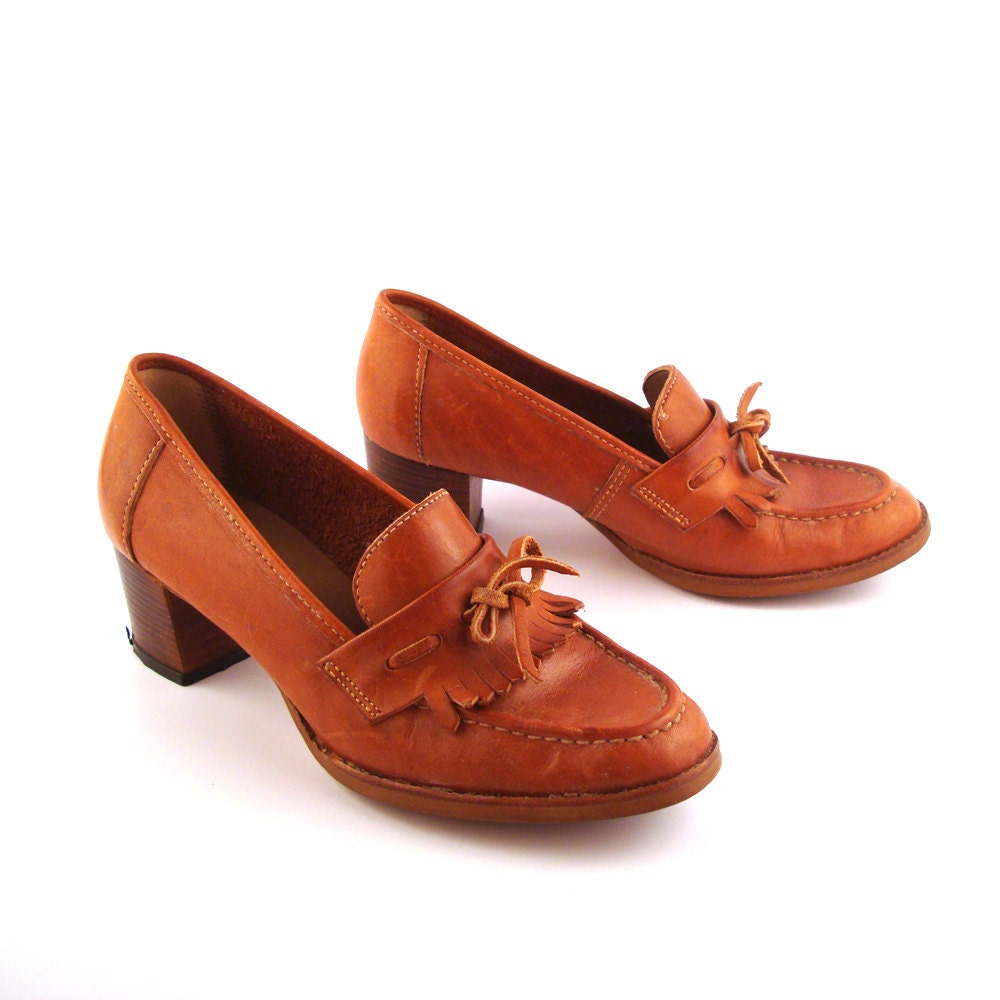 Shoes Loafers 70s Vintage 1970s Leather Slip on Carmel Women's size 7
