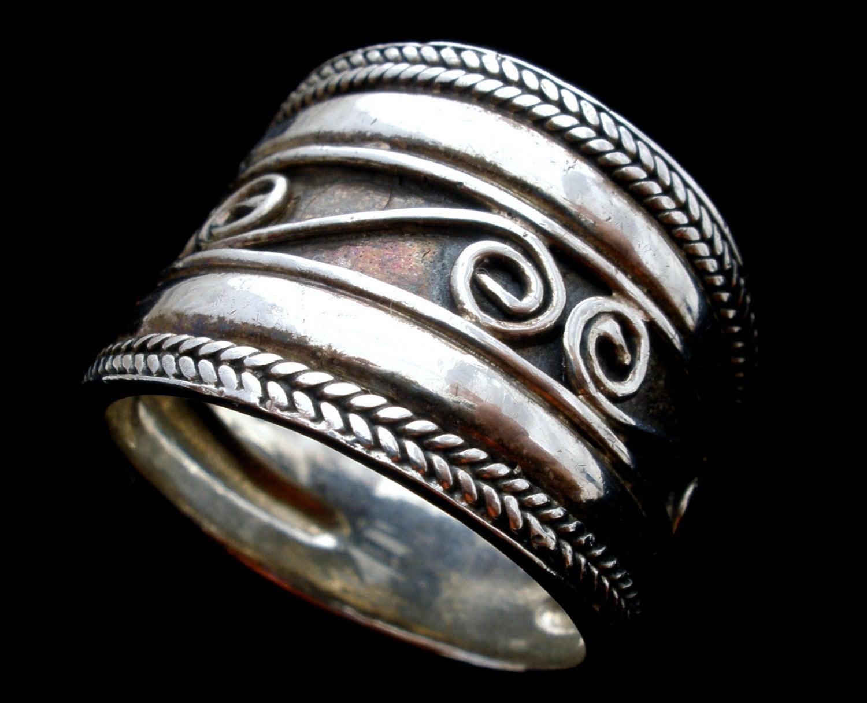 Wide Cigar Band Ring Sterling Silver Vintage Size   Antiqued