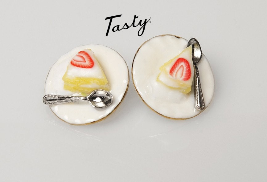 CREAM CAKE cuff links with strawberry.