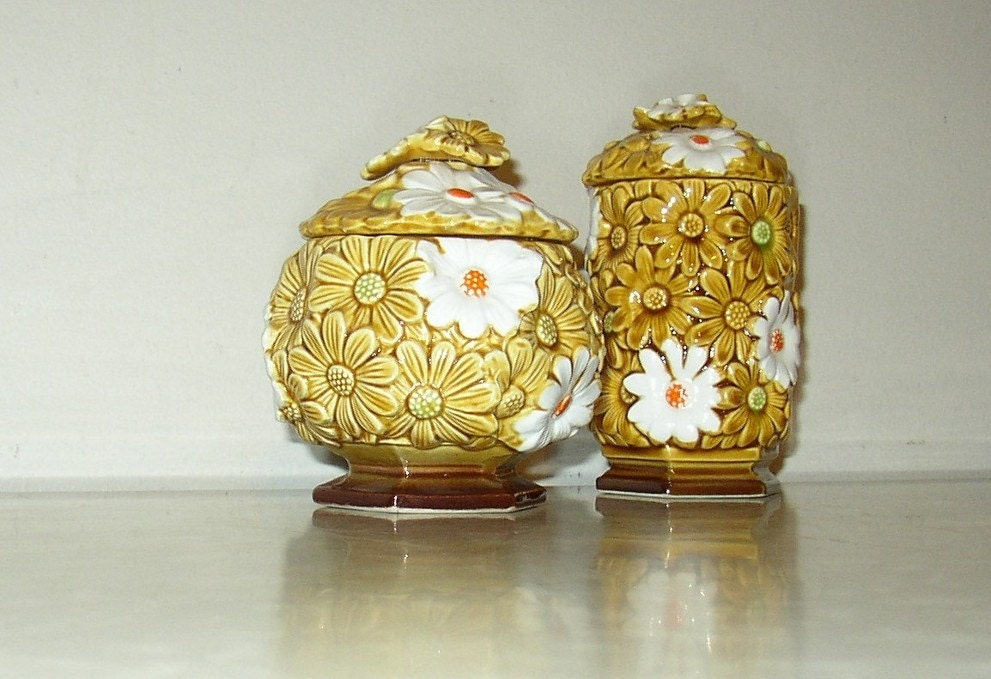 Fred Roberts Daisy Ceramic Containers with Lids. From retroology