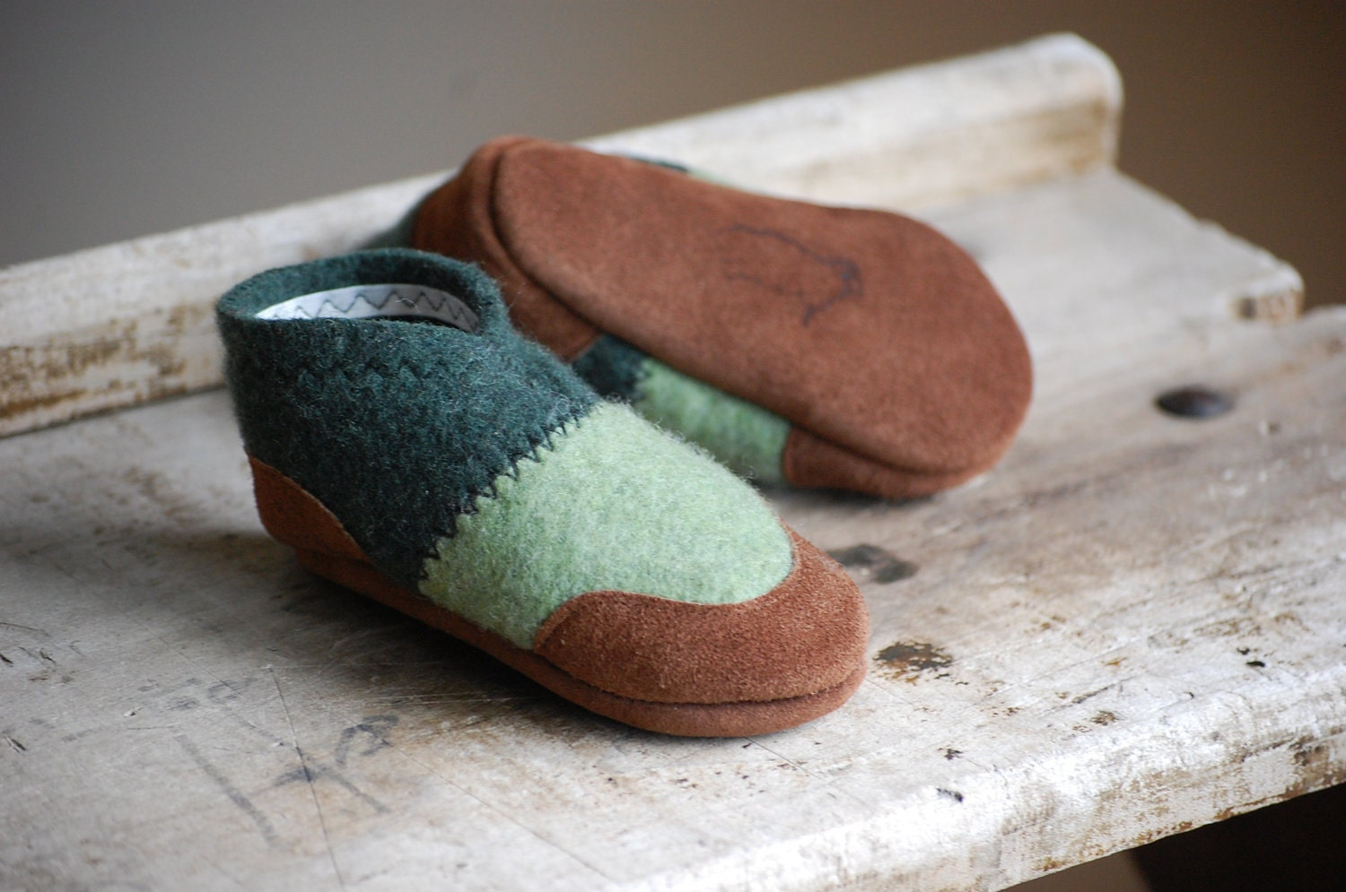 Baby Shoes, Toddler Slippers, Eco Friendly, size 0-12, 6-18, 12-24 months, Frog & Toad - WoolyBaby