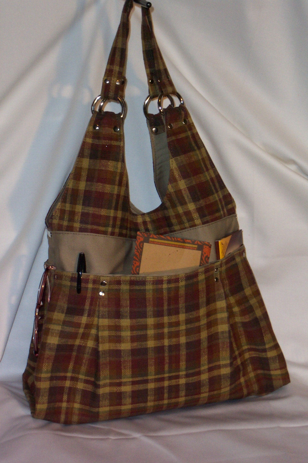 New LA SACCHETTO in Plaid, Great school bag, diaper bag,travel bag, 6 pockets , very roomy
