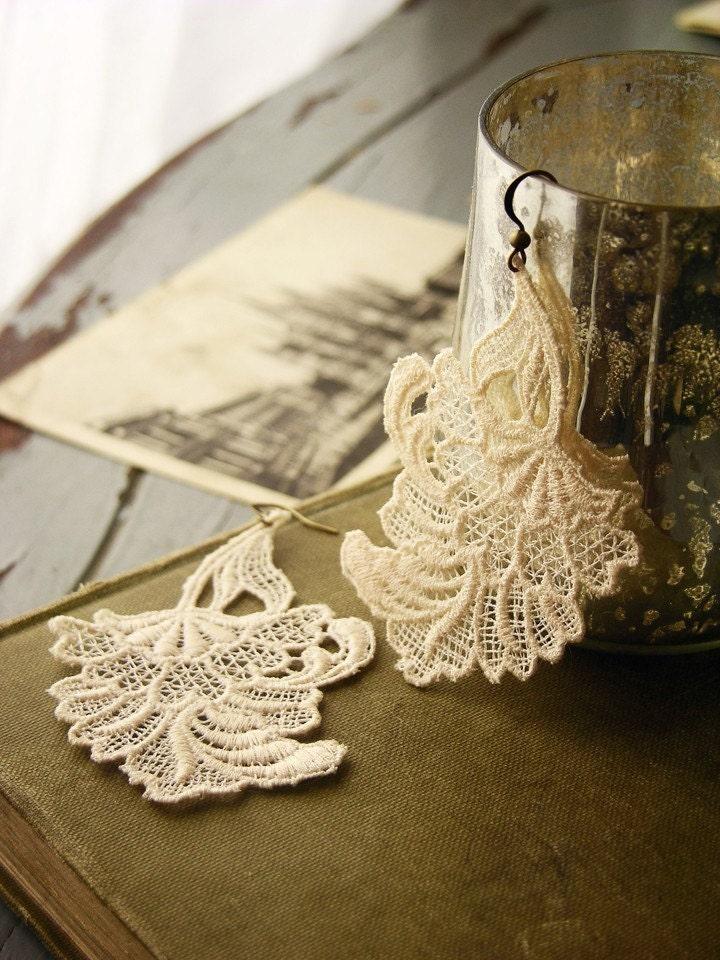 blossom lace earrings (petal)