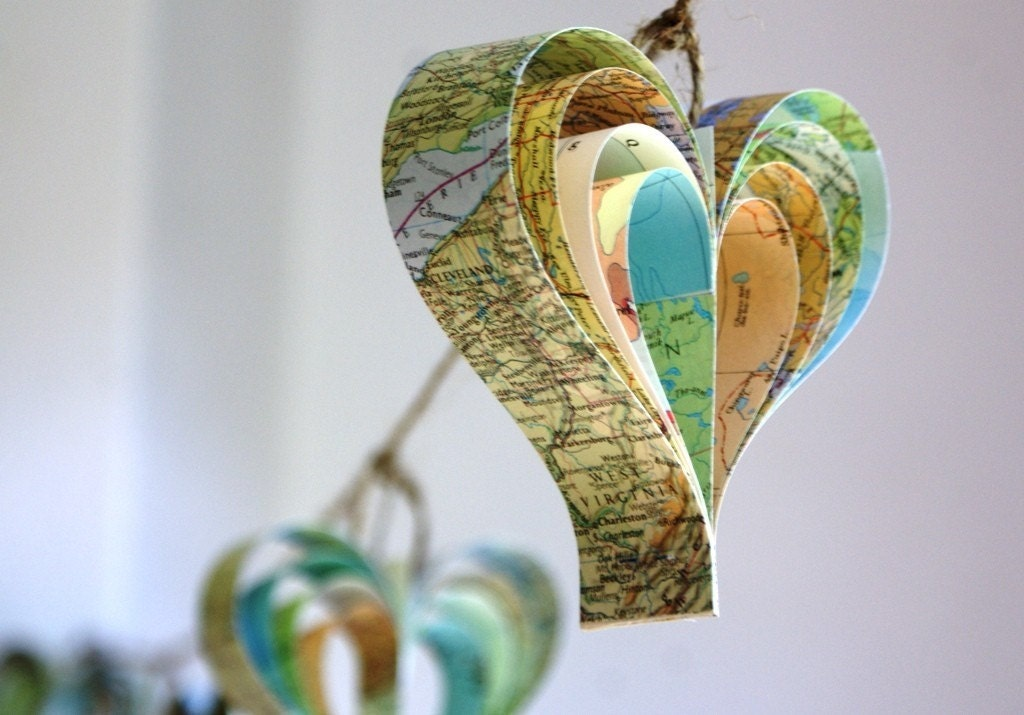 Personalized map garland of hearts