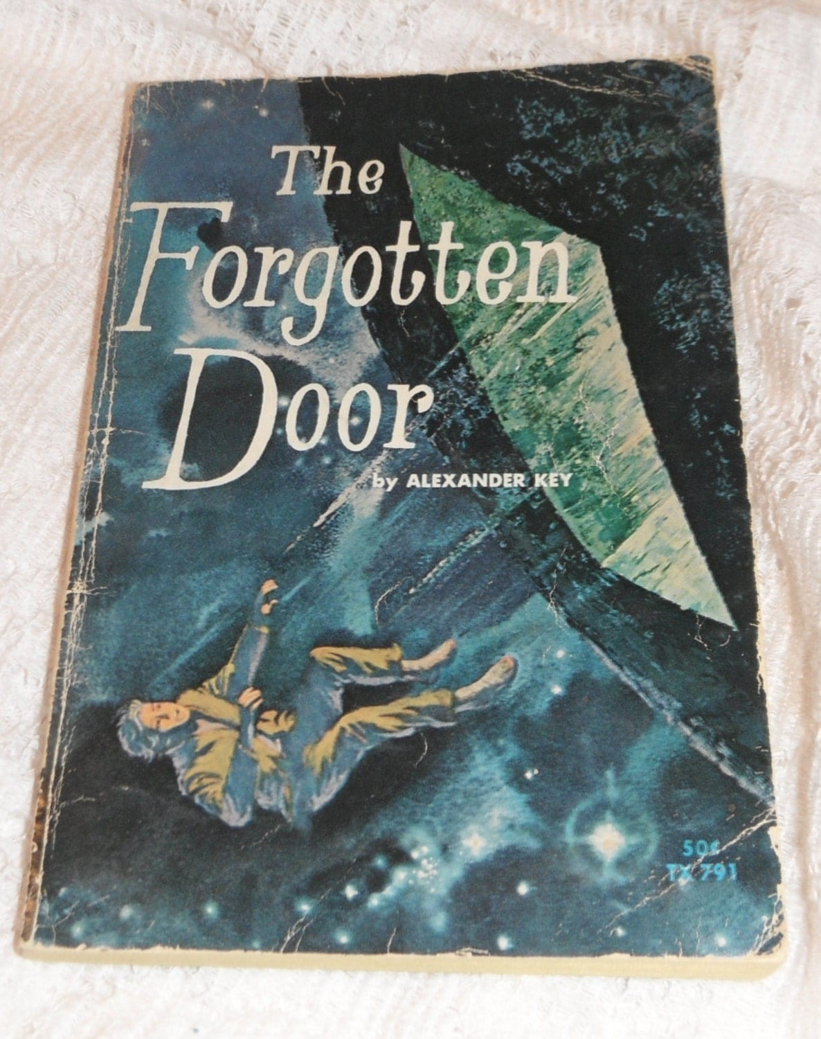 a review of the forgotten door by alexander key Alexander key (1904–1979) started out as an illustrator before he began writing science fiction novels for young readers he has published many titles, including sprockets: a little robot , mystery of the sassafras chair , and the forgotten door , winner of the lewis carroll shelf award.