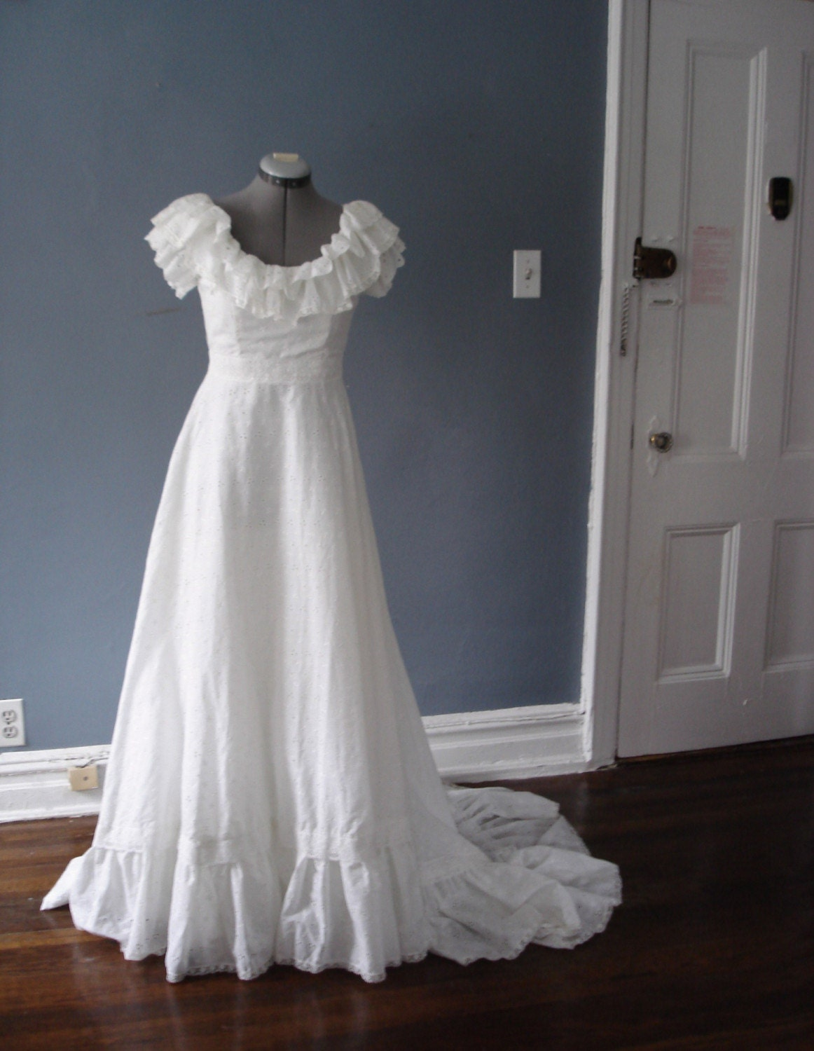 Stunning Vintage 1970s Eyelet Wedding Dress - S