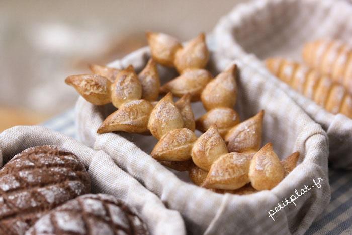 Miniature Baguette Epi - Vive la France in your Bakery Shop - 1/12 Dollhouse Scale - PetitPlat