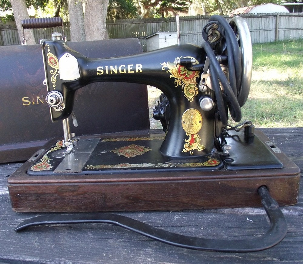 Antique Singer Sewing Machine Vintage 1924