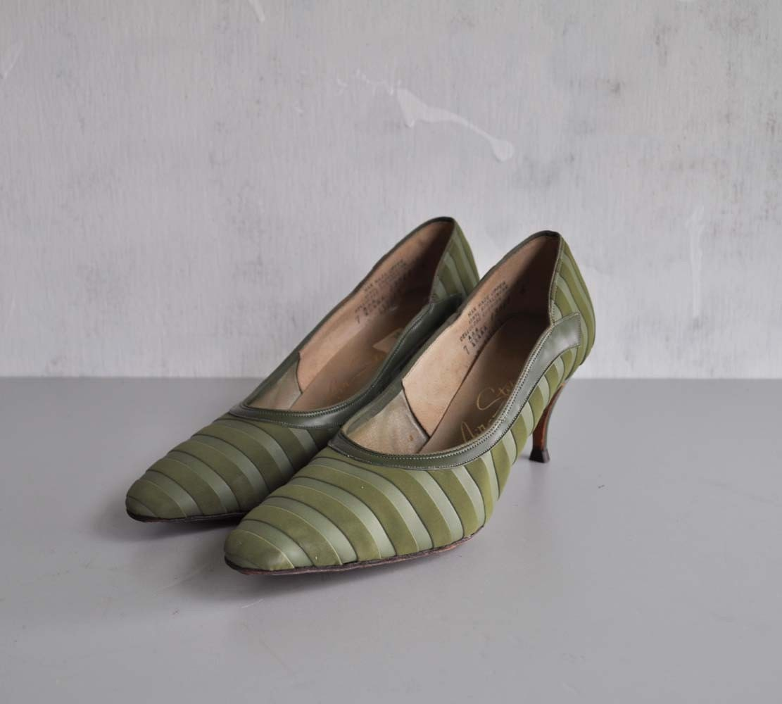 Vintage 50s OLIVE STRIPE Heels by MariesVintage on Etsy pumps olive green