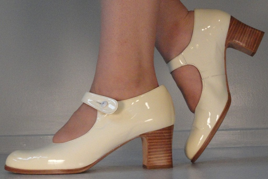 Cream Patent Leather Vintage Kenneth Cole Mary Janes Shoes