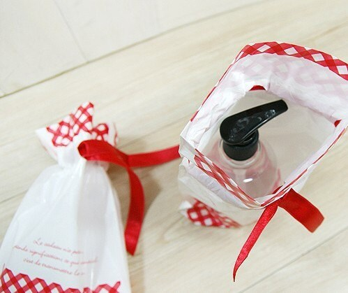Check Poly Vinyl Bags with Red Ribbon (1p)