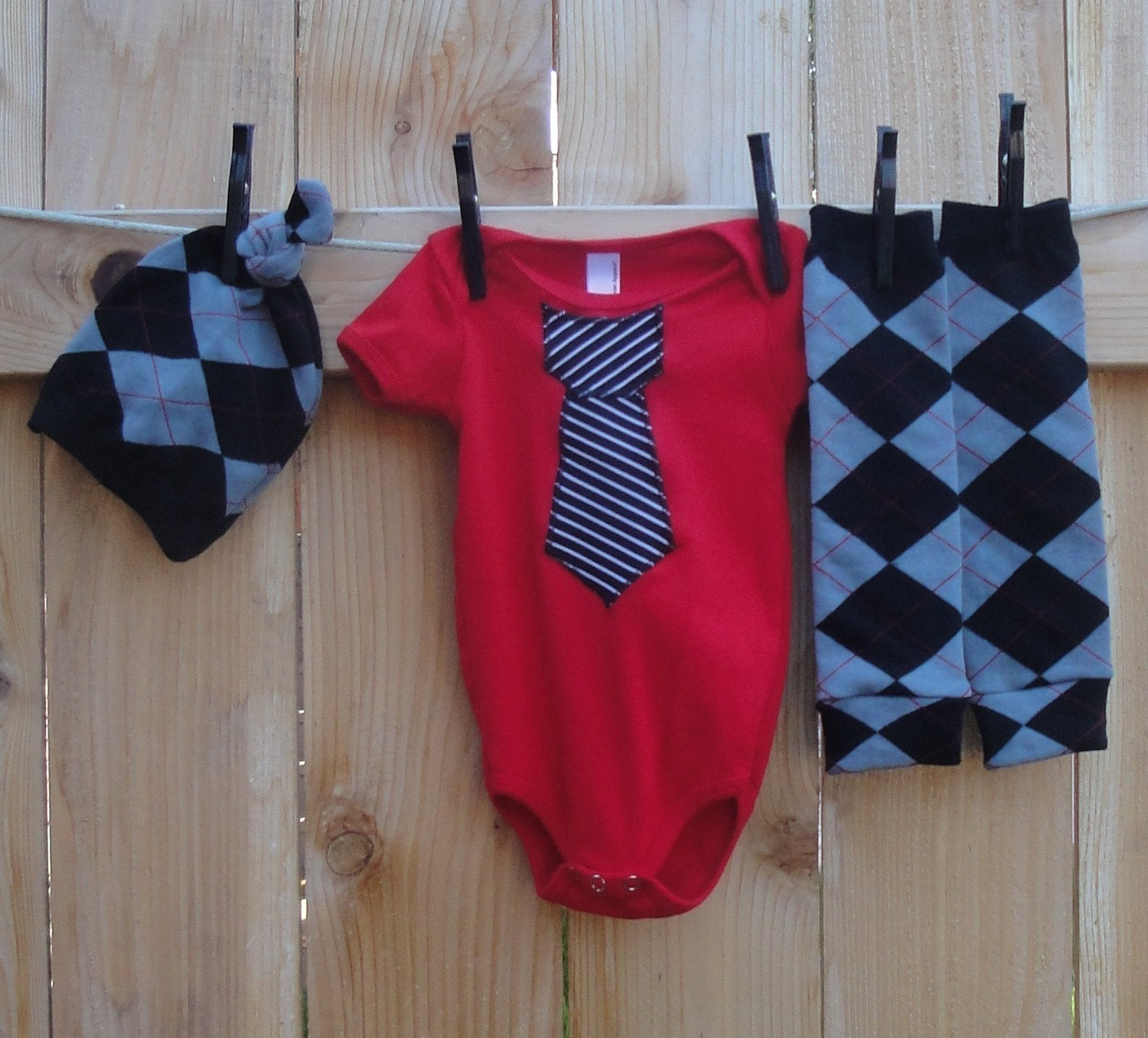 MAMA RUNS WITH SCISSORS--3 PIECE--ALL BUSNESS--APPLIQUED ONESIE, HAT AND LEG WARMER COMBO--WHITE, RED or BLACK ONESIE 3/6 mo thru 18/24mo--LONG or SHORT SLEEVE AVAILABLE