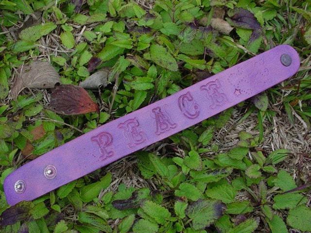 """Leather Bracelet purple """"Peace"""""""