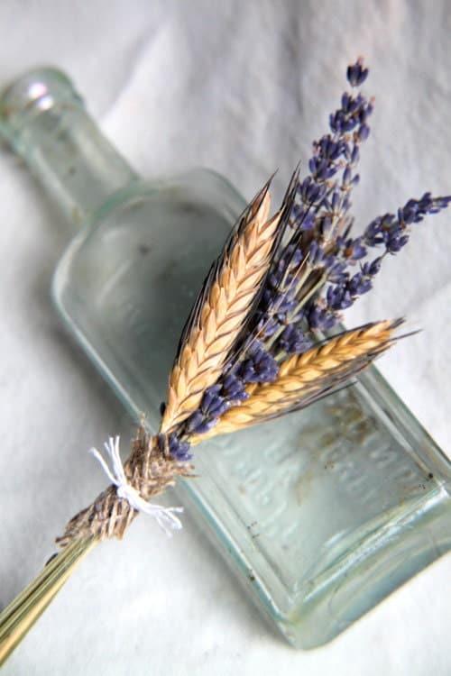 Лаванда и пшеницы Бутоньерка - прекрасный аромат - Старого Света - Европейский стиль свадьбы - французском, английском, Прованс, страна - Старомодную