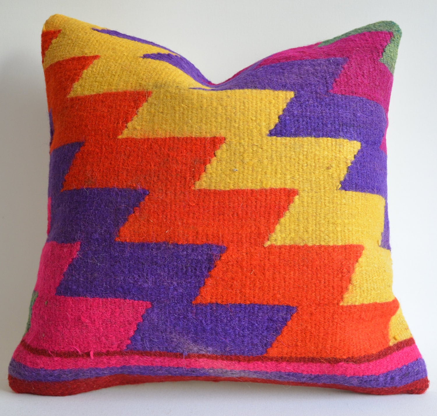 Modern Pillows Etsy : Sukan / Modern Bohemian Throw Pillow. Handwoven Wool Vintage Tribal Turkish Kilim Pillow Cover ...