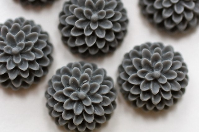 6 pcs  Steel Gray Baby Chrysanthemum Cabochons 15mm