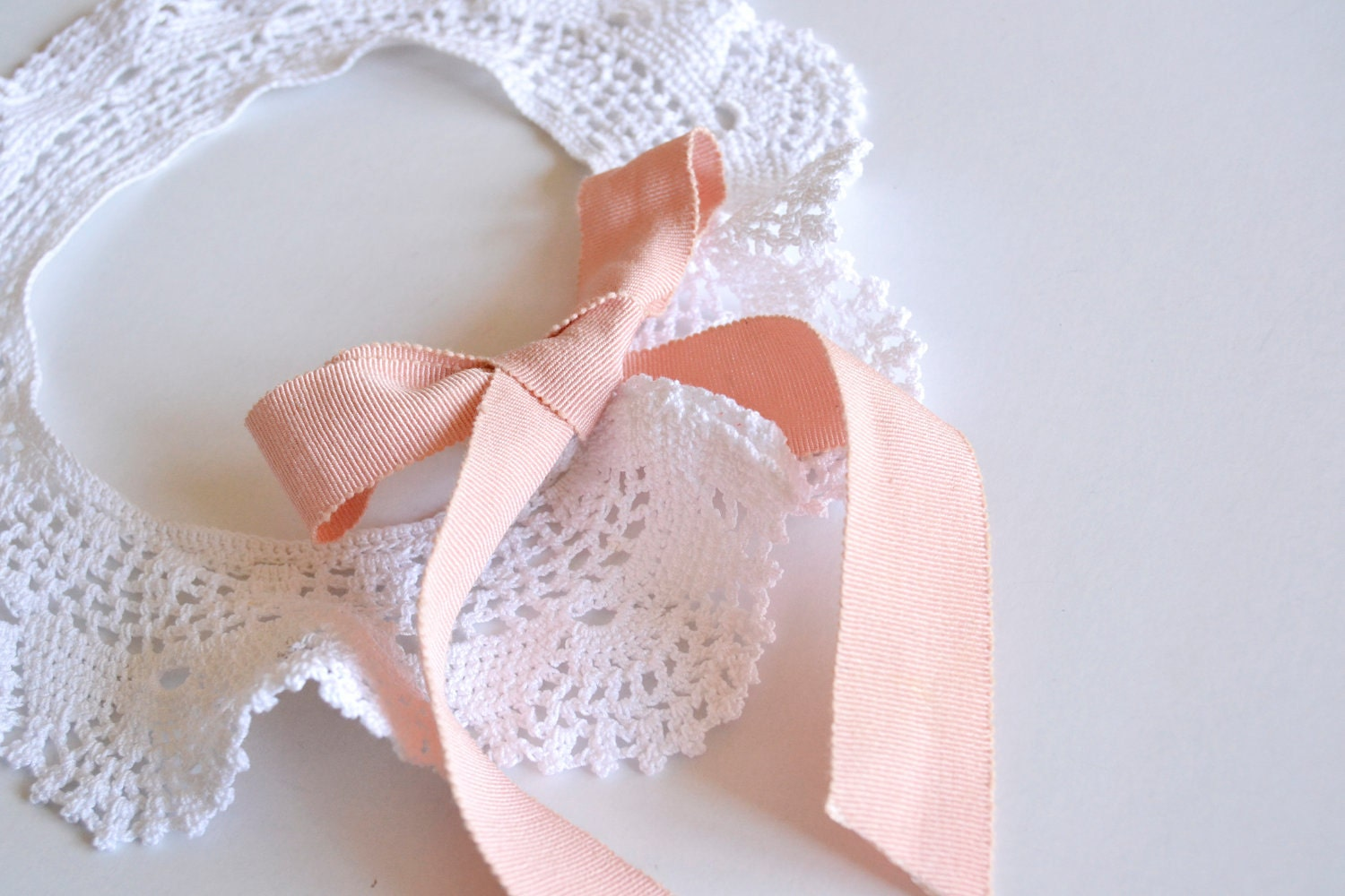 PETER PAN COLLAR (handmade crochet) white lace and pink gros grain bow - removable - bouboubijoux