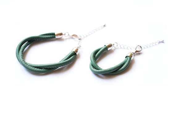 Sage / moss green leather bracelets: Matching mother & daughter bracelets (fashion accessory / fall trend / jewelry gifts for her) - KMBerlin