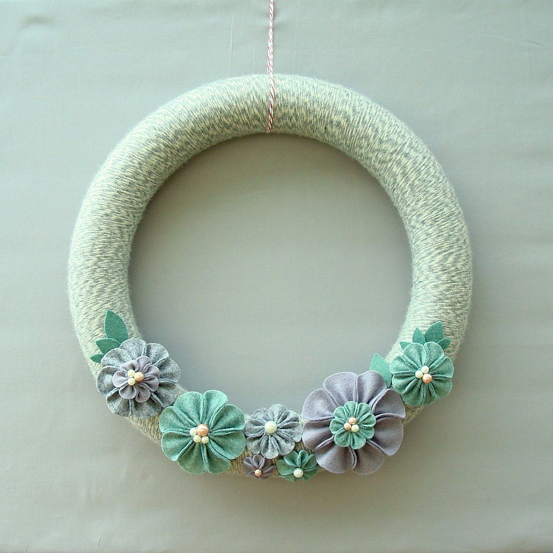 "Grey Yarn Wreath 14 ""Wreath Door Grey, White, Seafoam green, purple - Sea Gardens"