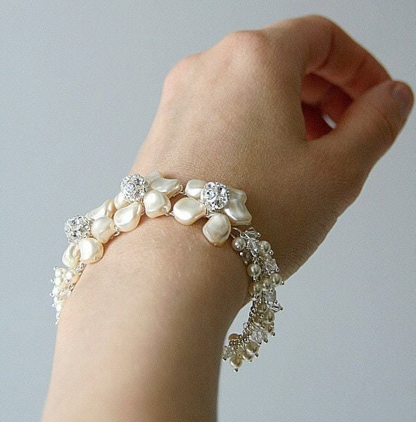 Samanta. Flower Cream/white Swarovski Pearls bracelet (silver)