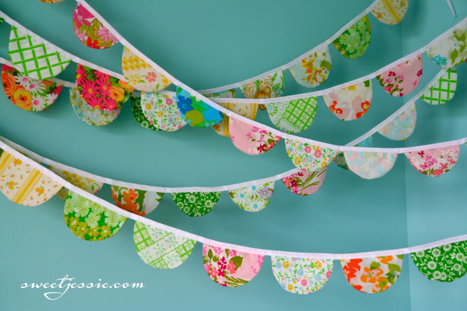 Vintage Scalloped Garland