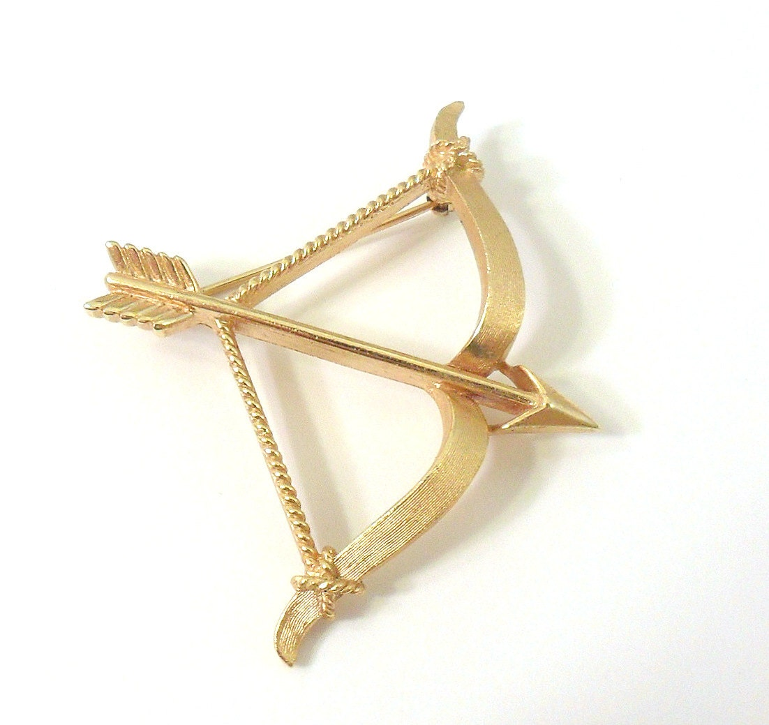 Trifari Cupid's Bow & Arrow Brooch Satin Gold by ... Gold Bow And Arrow