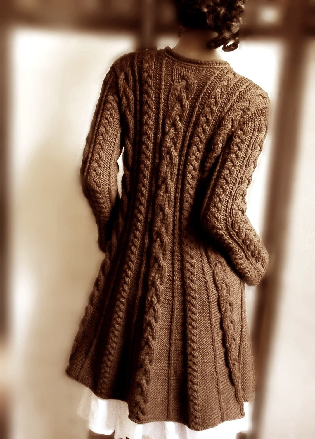 Handknitted Cabled کت خط در Chocholate پشم خالص قهوه ای توسط Pilland