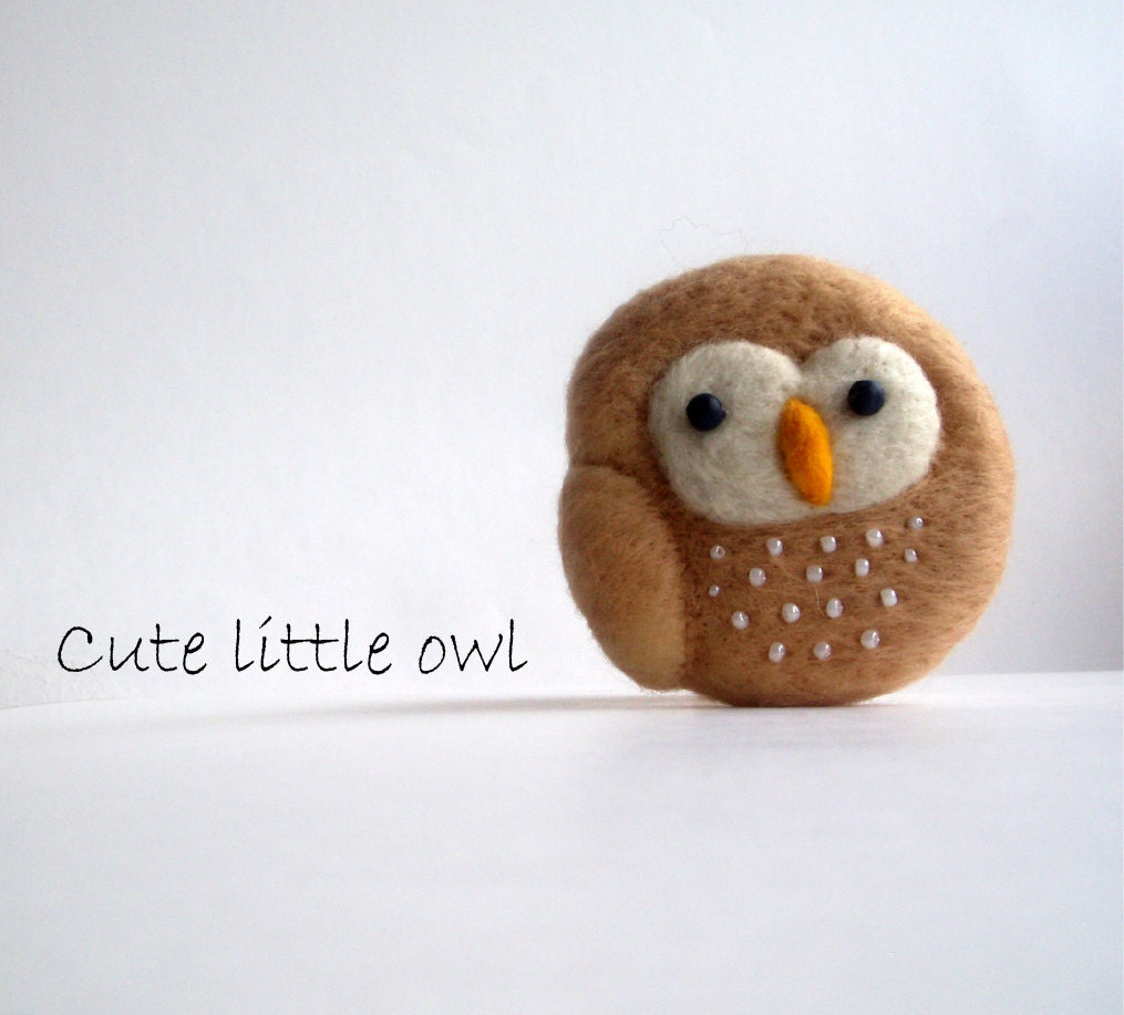 Cute little owl 1 - the needle felted brooch