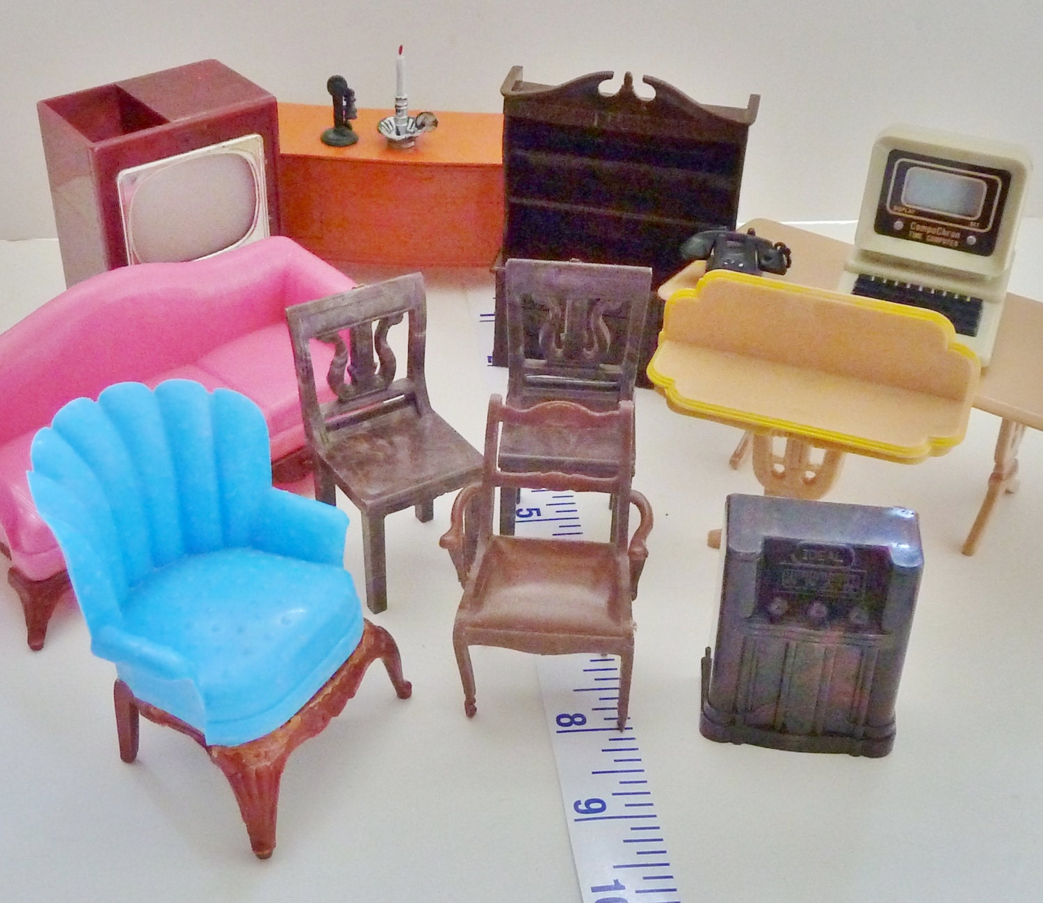 Dollhouse Furniture Renwal Plastic 11 Plus Pieces By Omarose