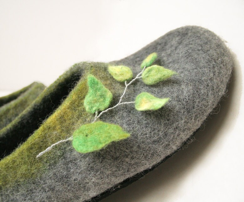 Women slippers - felted wool slippers - Grey green- wool clogs - spring fashion - cozy - vilnone