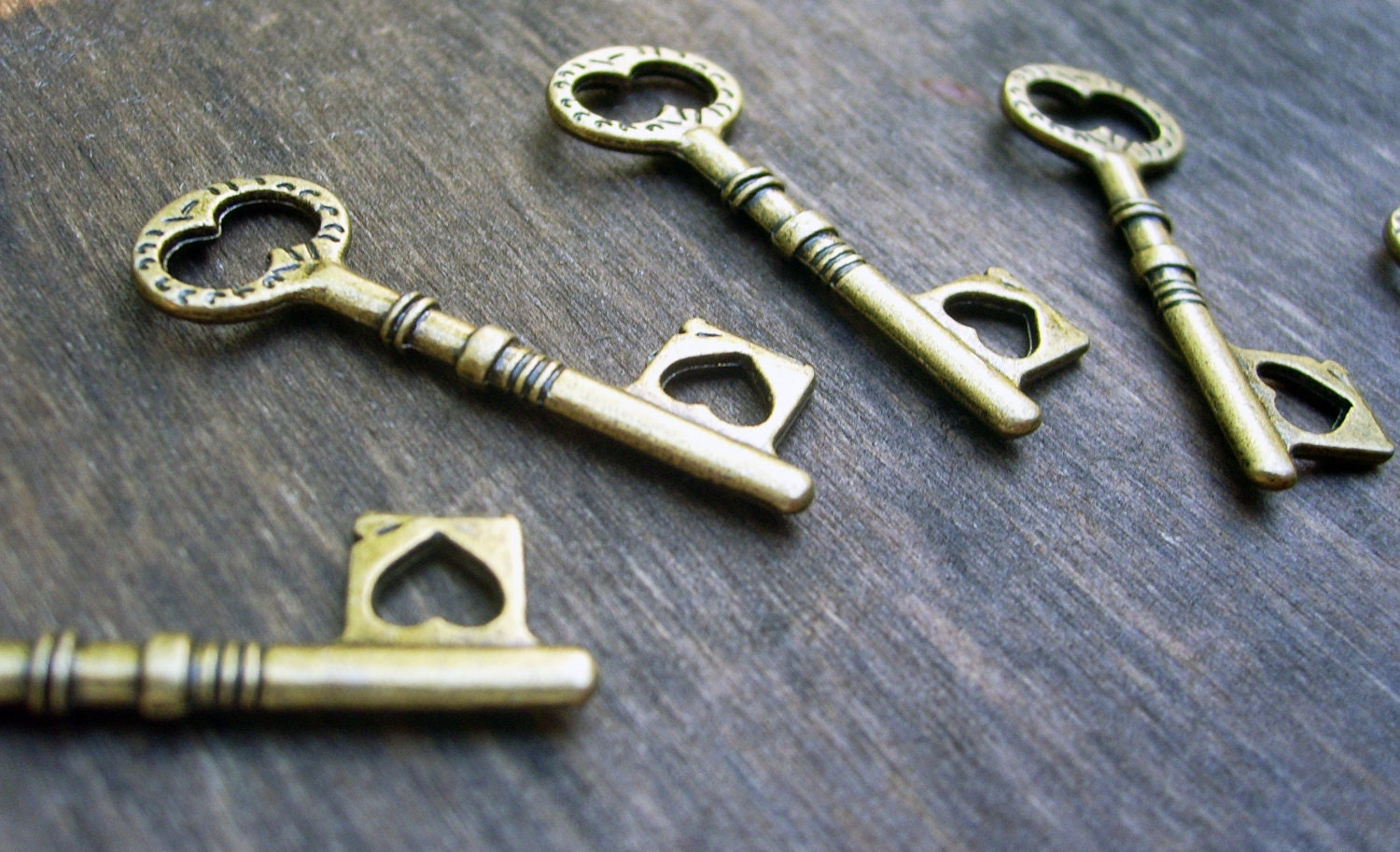 6 antiqued bronze skeleton heart keys charms pendants steampunk vintage style